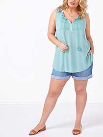 d/c JEANS Sleeveless Top with Crochet