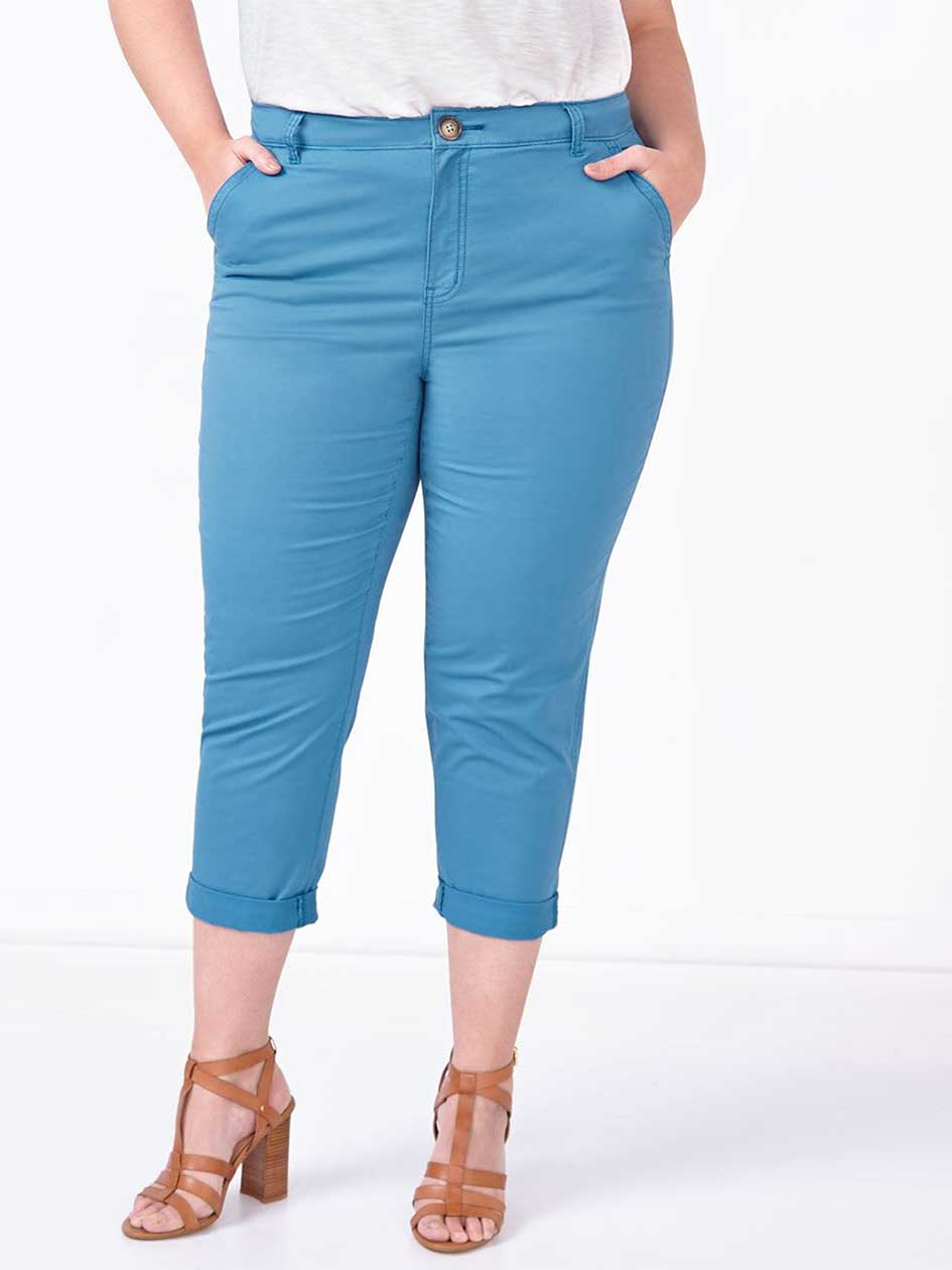 Slightly Curvy Fit Chino Capri