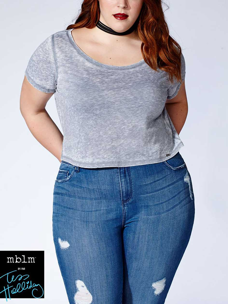 Tess Holliday - Short Sleeve Cropped Top