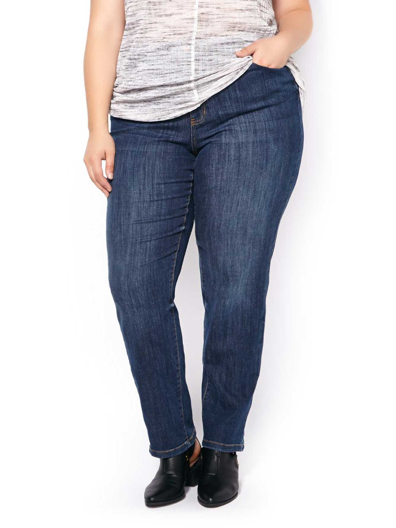 Enjoy women's straight leg jeans in a variety of styles so that you can find the perfect fit. It's undeniable, The best dressed shoppers look to Old Navy for straight leg jeans for women in the latest fits, colors and styling options.
