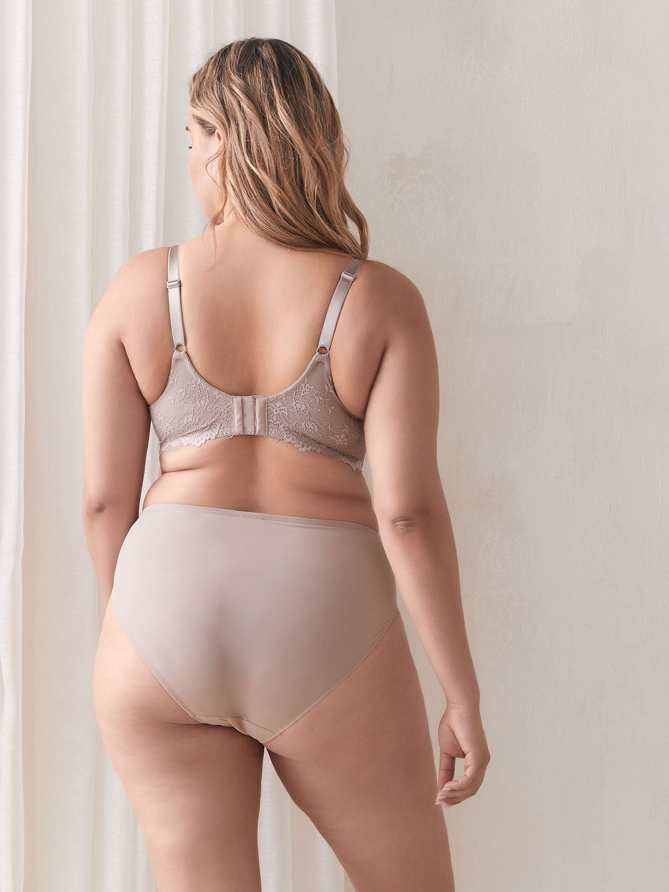 Matte Balconette Bra with Lace - Déesse Collection