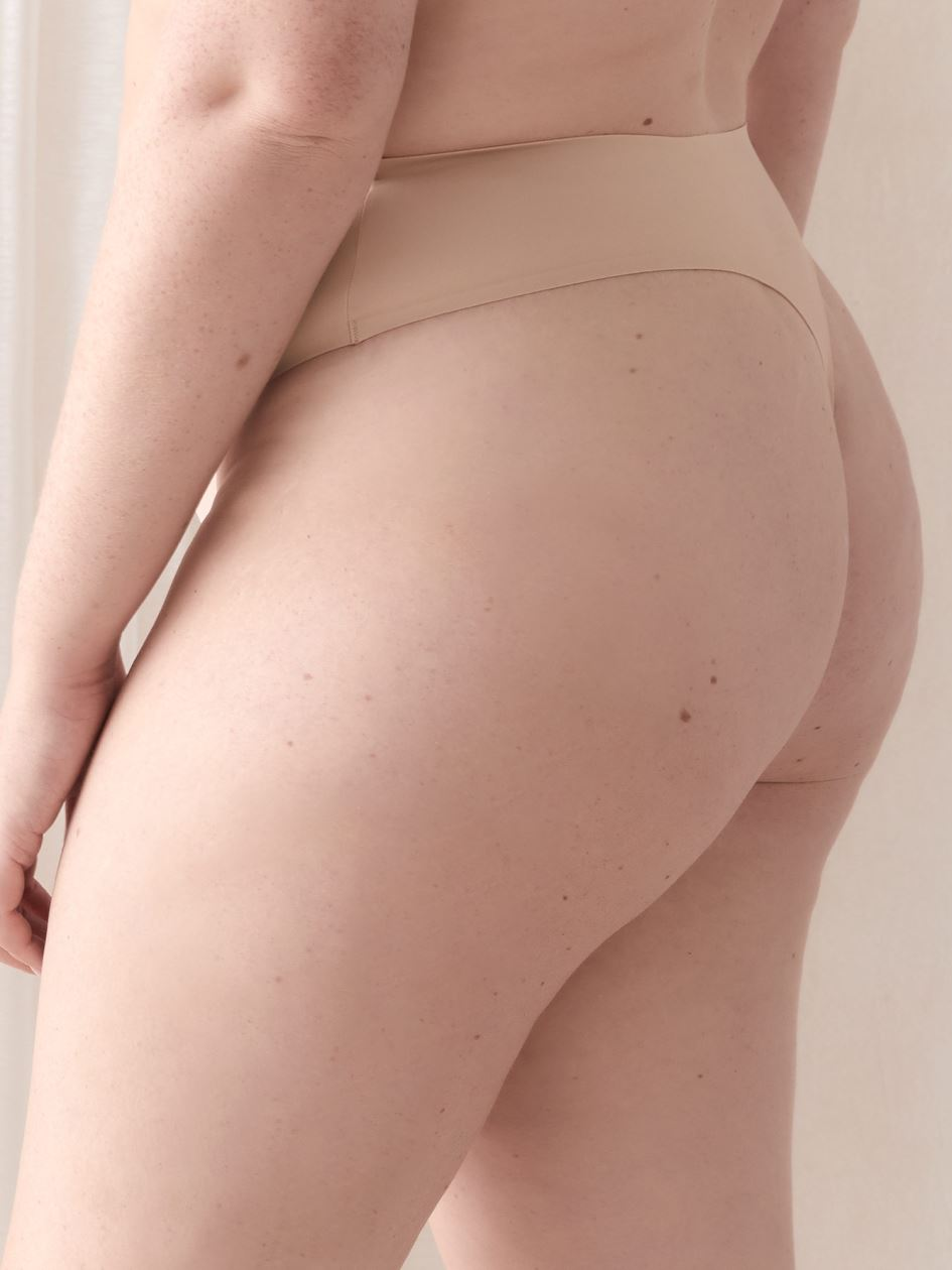 Invisible Microfiber Thong Panty - Déesse Collection