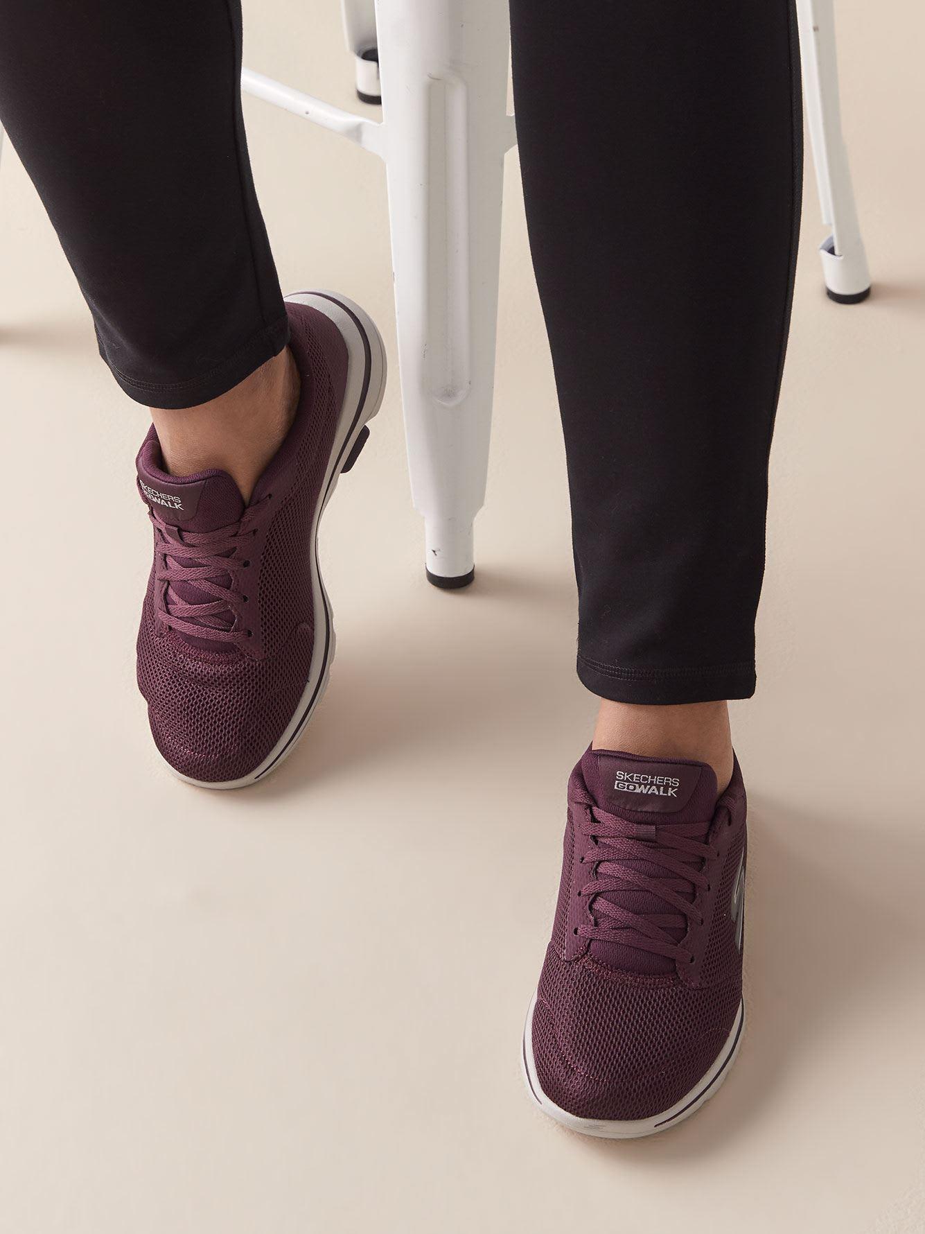 Wide Width GOWalk 5 Lucky Sneaker