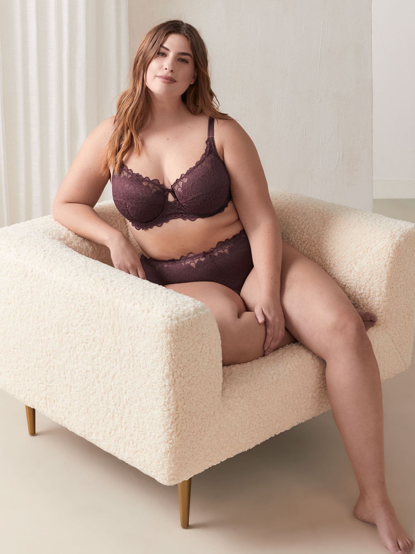 Unlined Lace Bra - Déesse Collection