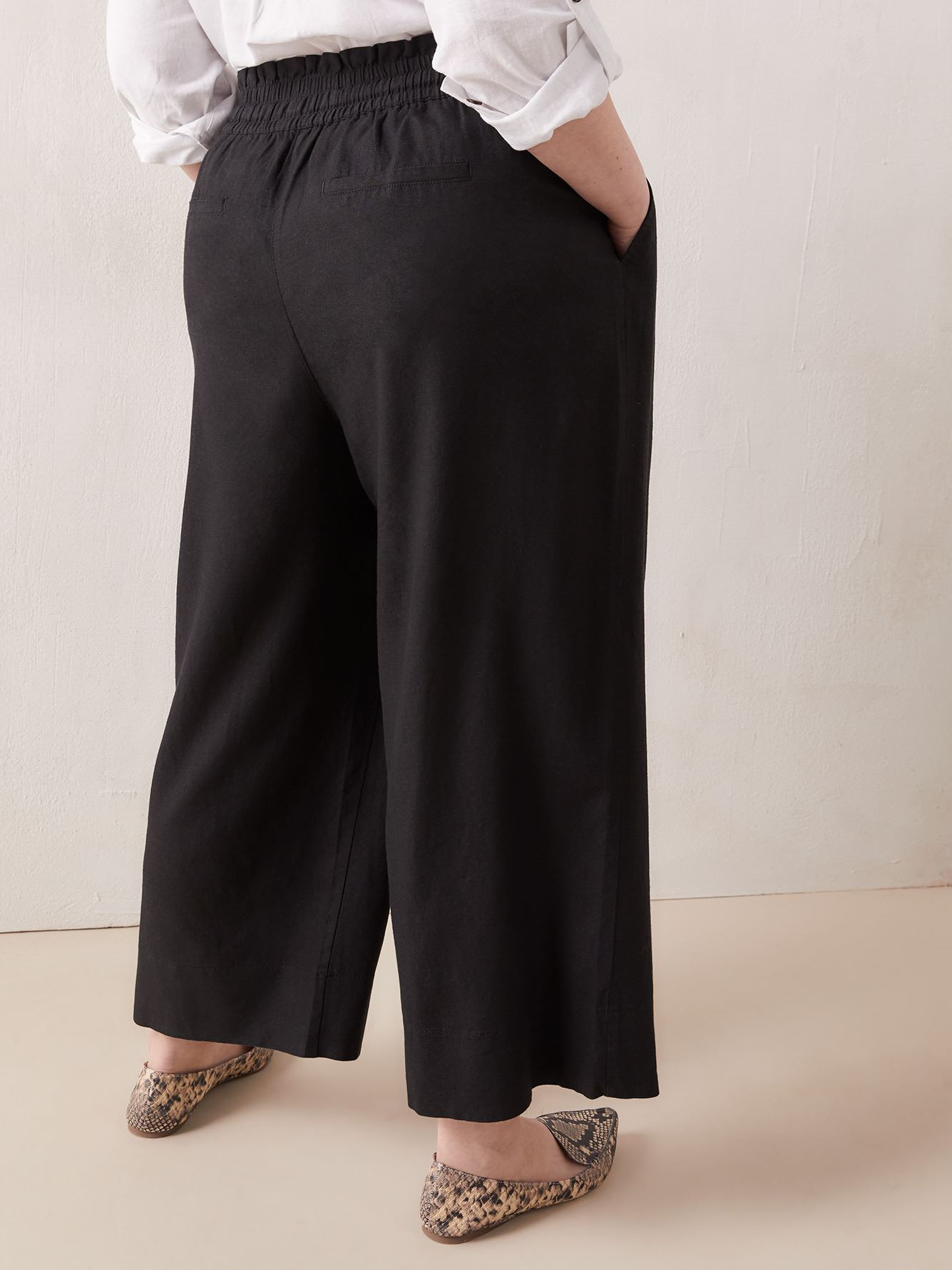 Linen Blend Pull-On Wide-Leg Cropped Pants - In Every Story