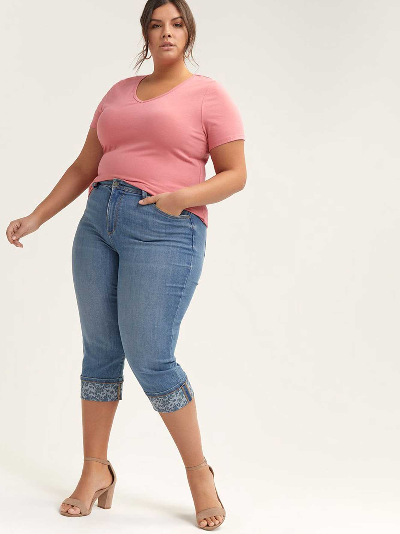 dce4d211a81 Petite - Slightly Curvy Straight Leg Capri with Printed Rolled Cuffs - d C  JEANS