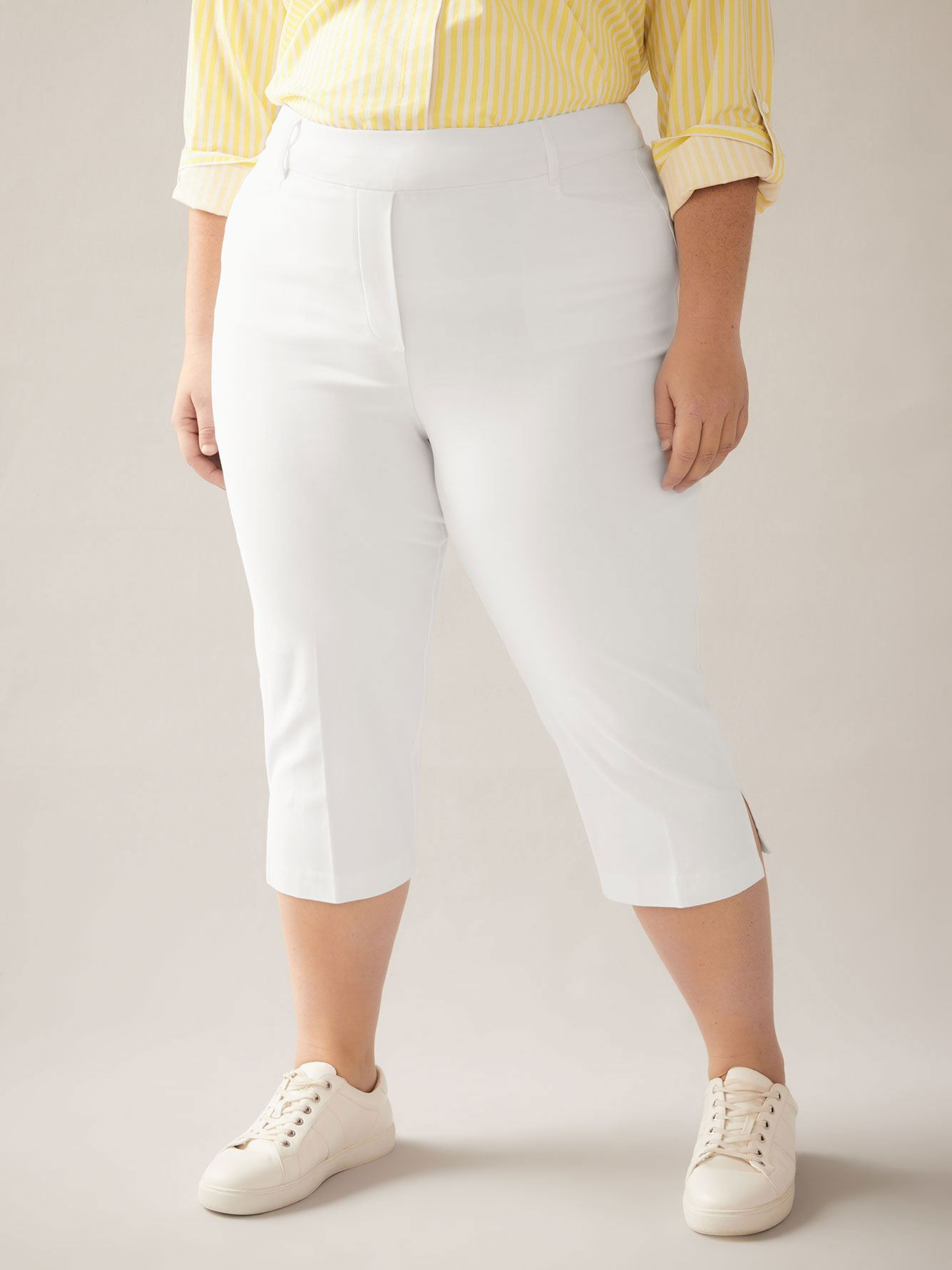 Savvy Solid Capri Pull On Pants - In Every Story