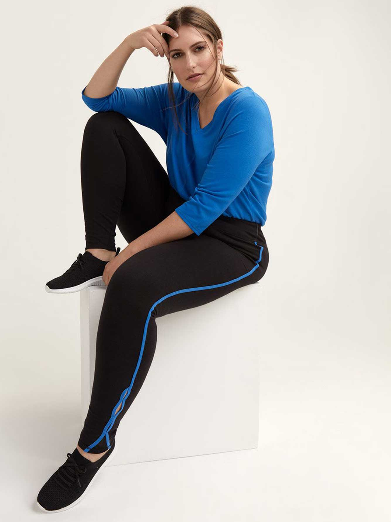 Legging with Side Stripe & Keyhole Detail - ActiveZone