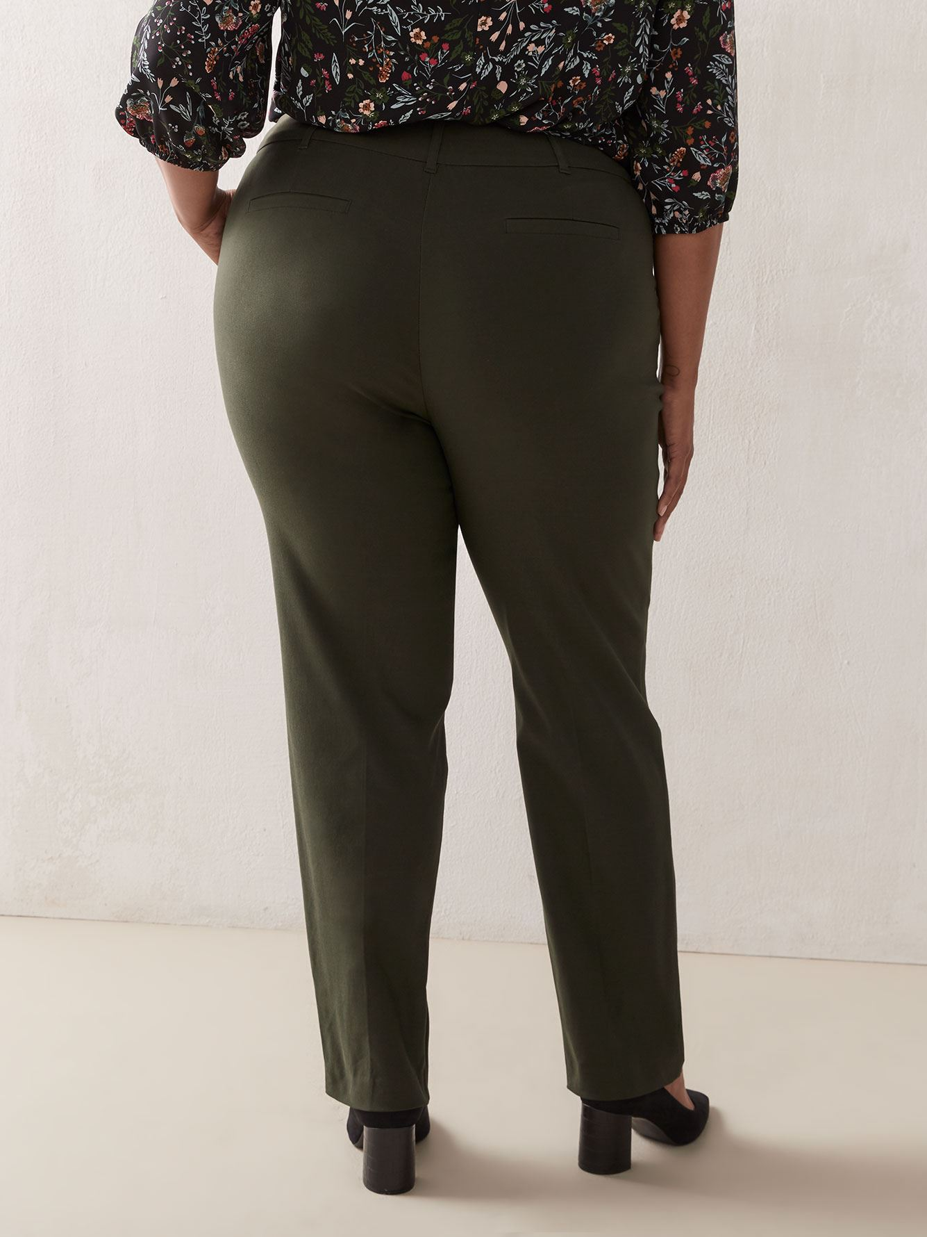 Savvy, Petite, Universal Fit Straight Leg Pant - In Every Story