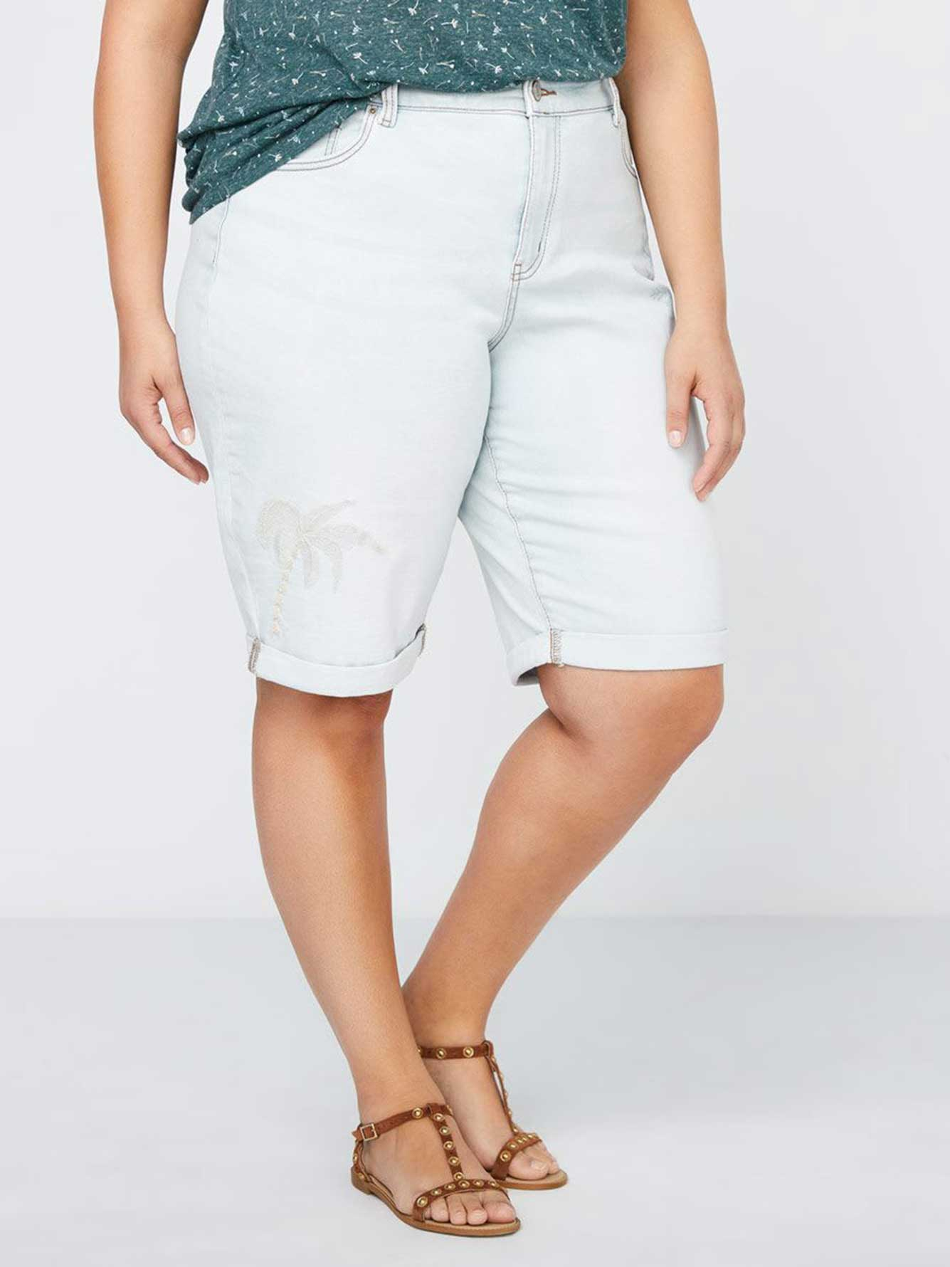 Petite - Slightly Curvy Bermuda Jean Short - d/C JEANS