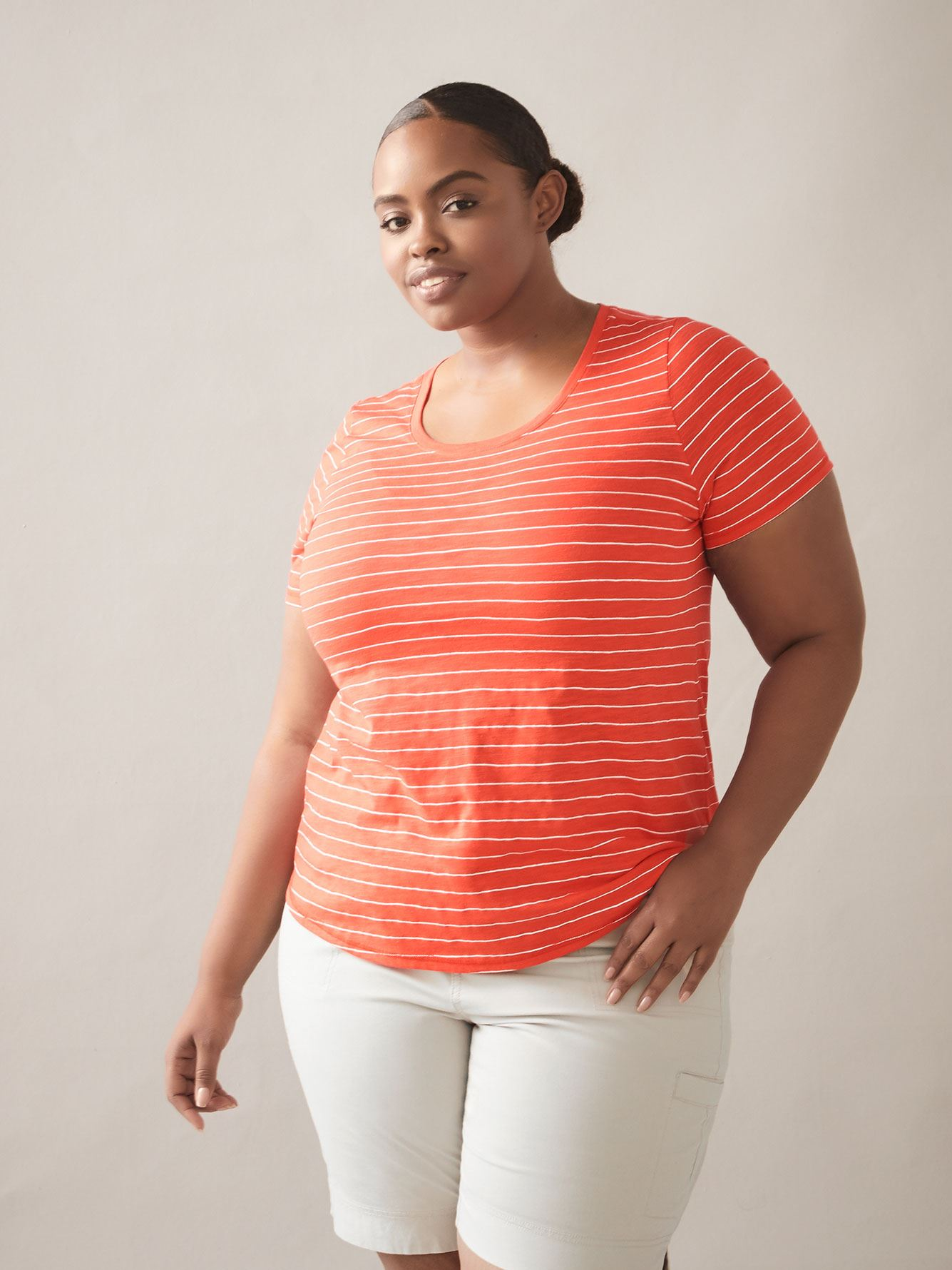 Essential Rounded Neck Curvy T-Shirt - In Every Story