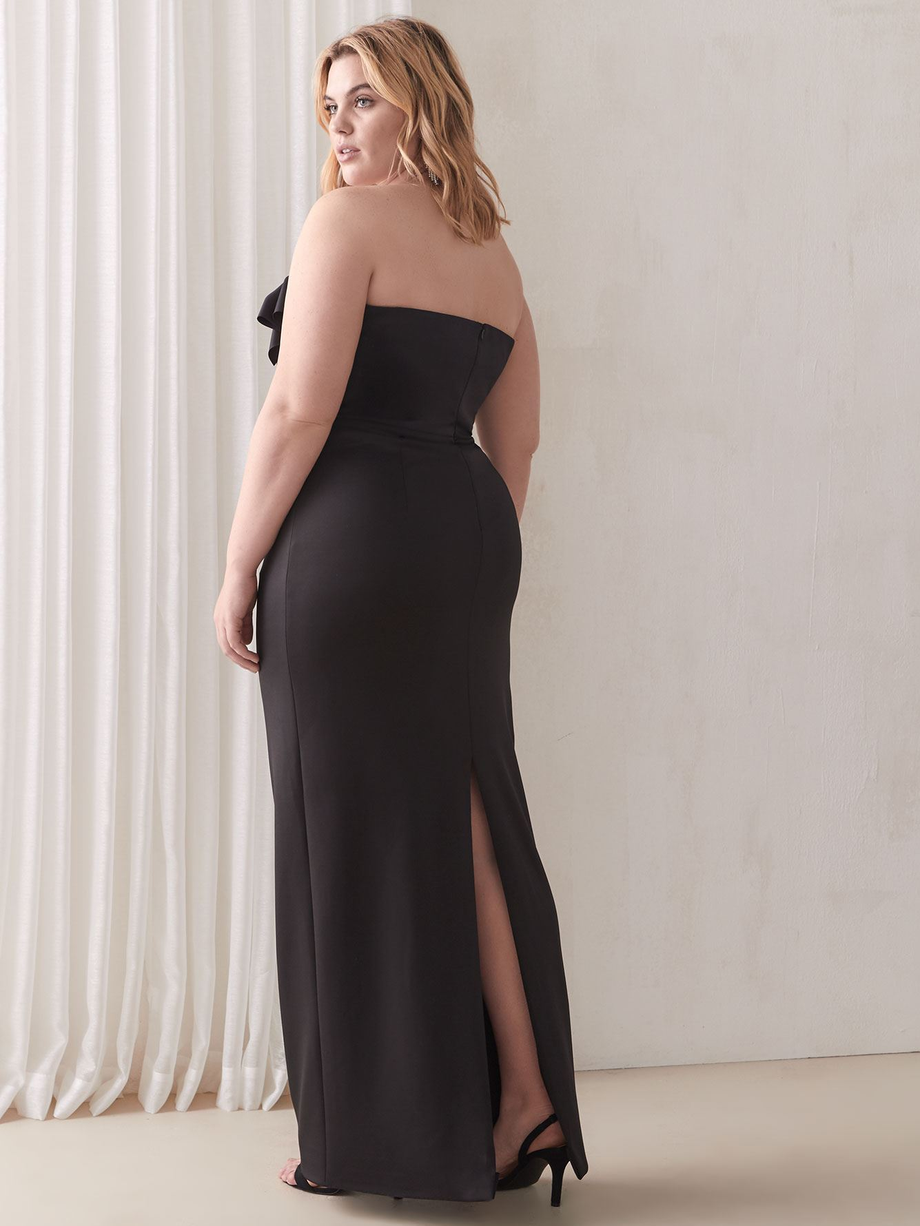 Divina Long Black Gown - Black Halo