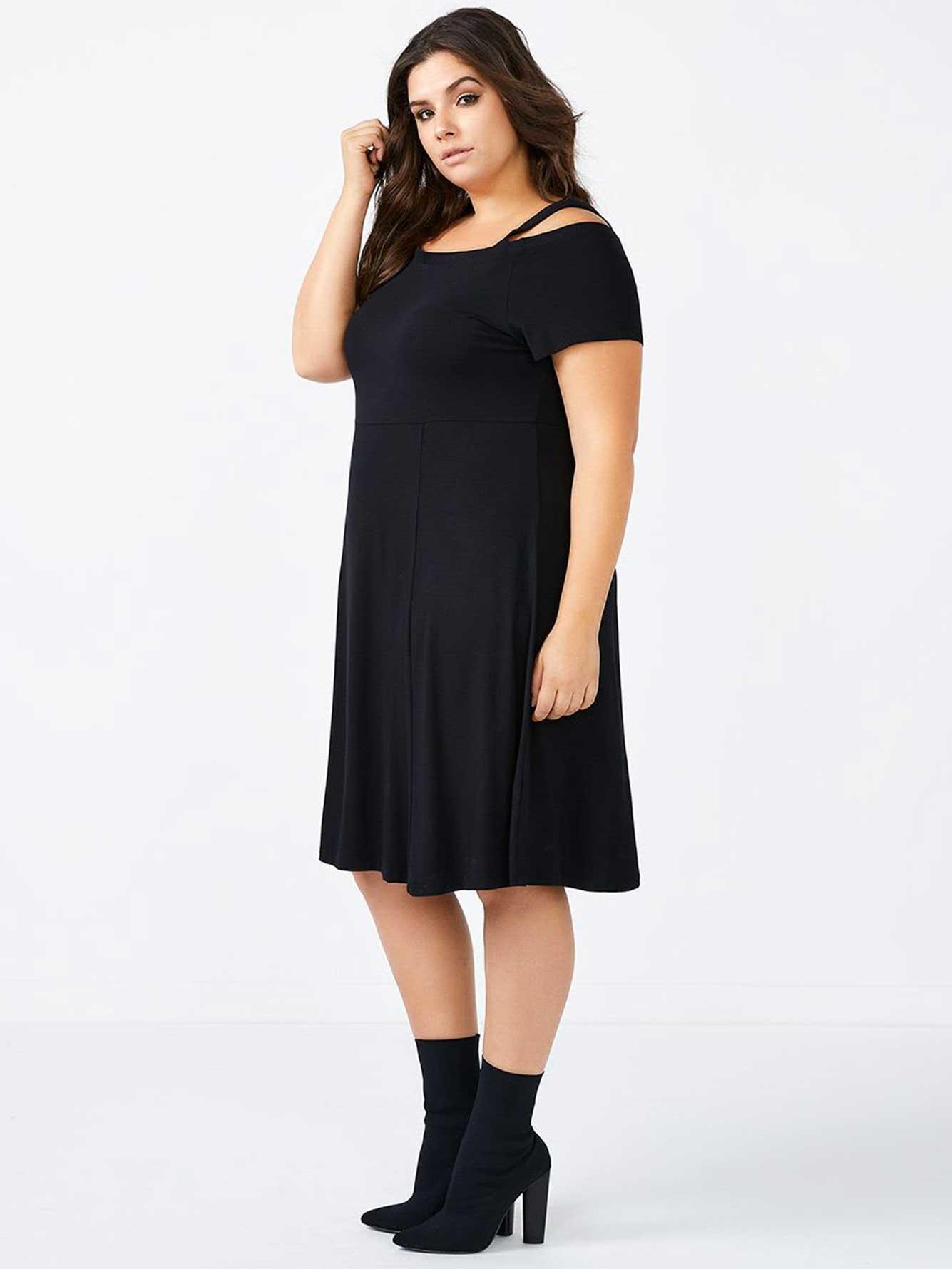 robe noire cintr e et vas e avec manches courtes penningtons. Black Bedroom Furniture Sets. Home Design Ideas