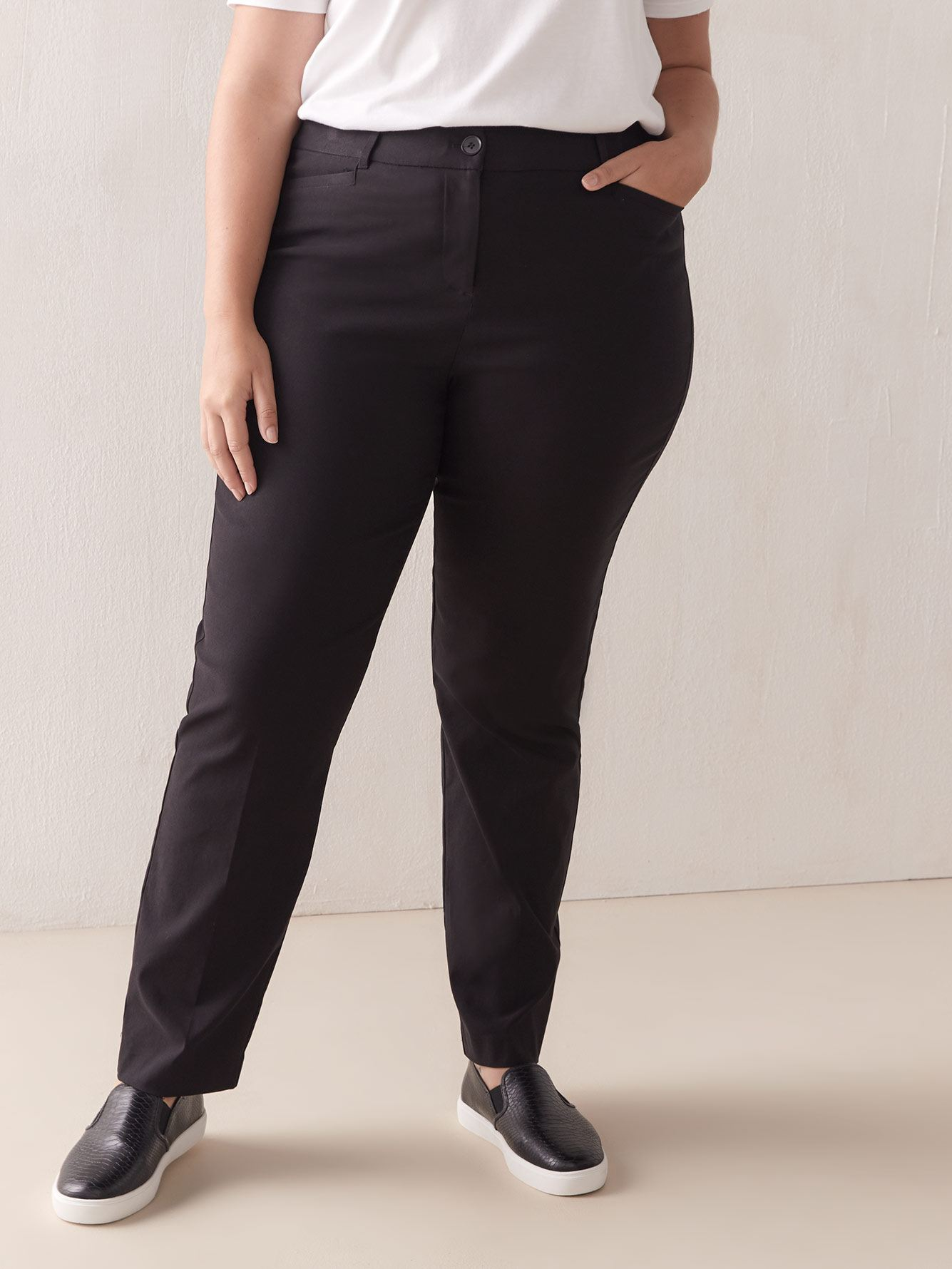 Savvy, Black Straight Leg Pant - In Every Story