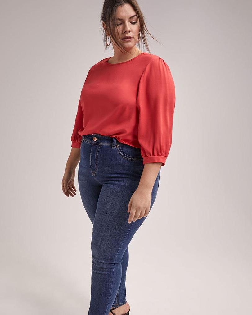 Blouse rouge à manches 3/4 et jean skinny